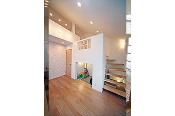 キッズデザインを採用したロフトのある子ども部屋